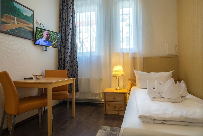 pension marie prenzlauer berg pankow berlin zimmerkategorien economy standard comfort. Black Bedroom Furniture Sets. Home Design Ideas
